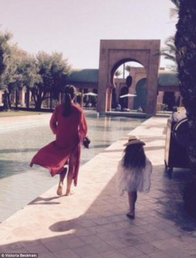 284DB7A900000578-3067393-_Kaftans_in_Marrakech_It_seems_Harper_Beckham_is_following_in_he-m-32_1430760863620